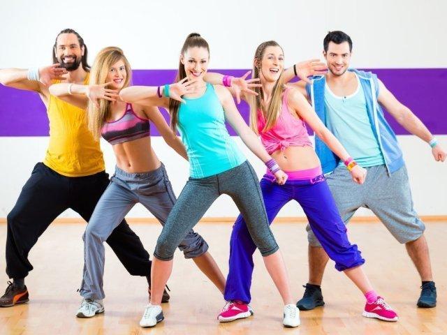 Зумба — обалденная фітнес програма для схуднення, відгуки, результати. Зумба: користь і шкода для фігури і здоров'я, опис основних, базових рухів і відео уроки для початківців. Одяг для Зумба фітнесу: як купити на Алиэкспресс