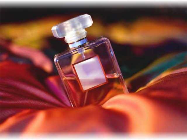 Як відрізнити справжні парфуми, парфуми, туалетну воду оригінал від підробки, копії: порівняння, поради. Як визначити справжність і якість парфумів, парфумів, туалетної води по упаковці, штрих-кодом, стійкості аромату, флакона, сертифікату?