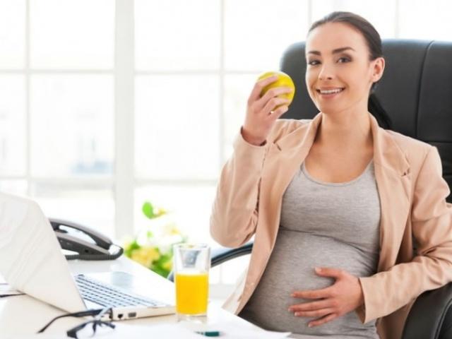 Коли необхідно повідомити роботодавця про вагітність? Які права на роботі має вагітна співробітниця, які вимоги має право пред'явити: виплати при вагітності. Можуть вагітну скоротити або звільнити? Що необхідно для захисту прав вагітністю