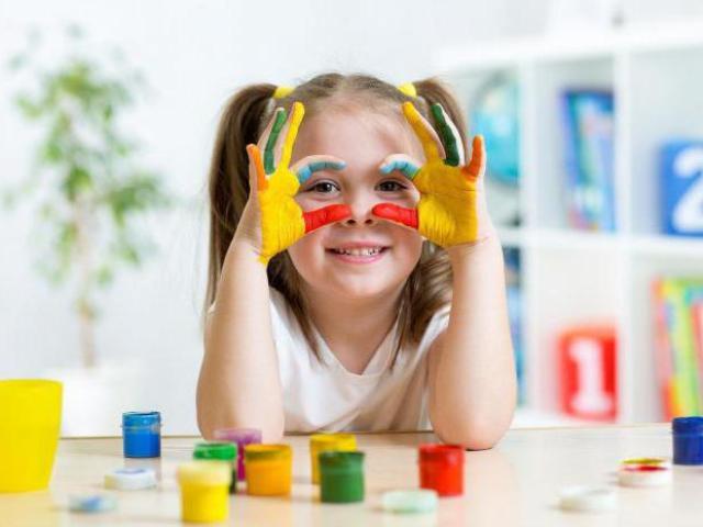 З якого віку беруть дітей в дитячий сад в 2019 році, відповідно до змін у законі РФ від 2018 року? З якого віку в ясла приймають дітей і чи існують ясельні групи?