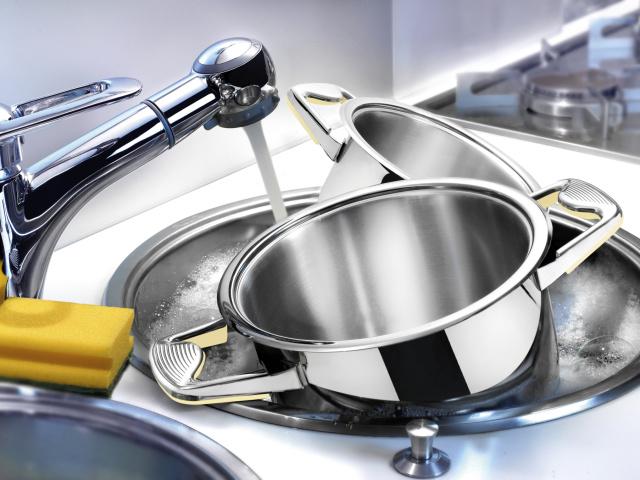 Як і чим очистити, вимити пригоріла емальовану каструлю і з нержавійки в домашніх умовах: способи, рецепти, поради. Народні та чистячі засоби для чищення каструль: список, інструкції
