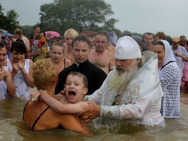 Чи можна хрестити дитину і хреститися дорослому Успенський, Петров, Різдвяний, Великий піст, перед Великоднем? В які дні посту можна хрестити дитину і хреститися дорослому?