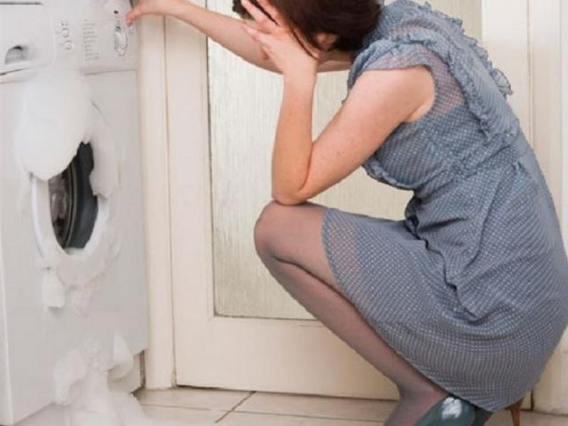 Чому пральна машина не зливає воду і не віджимає білизна: причини. Що робити, якщо в пральній машині не працює злив і віджим?