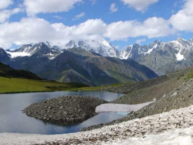 Єдиний у світі водойма, який не впадає жодна річка: назва, місце розташування на карті світу, коротка характеристика. В яке море і яке озеро не впадає жодна річка?