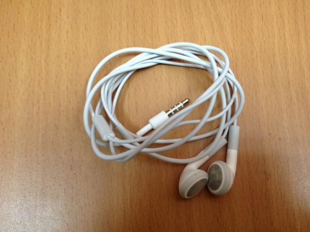 Як почистити навушники від Айфона від вушної сірки білі, вакуумні?
