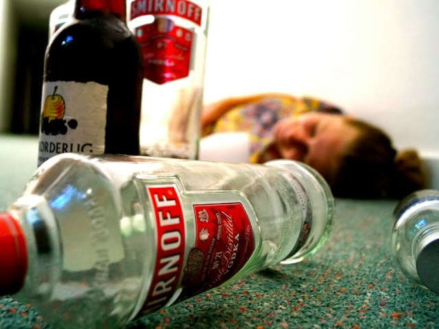 Отруєння алкоголем: симптоми, що робити в домашніх умовах, перша долікарська допомога, лікування, наслідки. Отруєння головного мозку алкоголем: як відновити пам'ять, які приймати препарати? Ознаки сильного отруєння сурогатним, метиловим