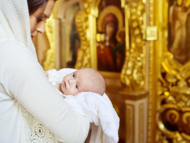 Можна хреститися вагітній жінці самої церкви і хрестити чужої дитини: правила церкви, прикмети. Причини: чому не можна вагітним жінкам хрестити чужу дитину?