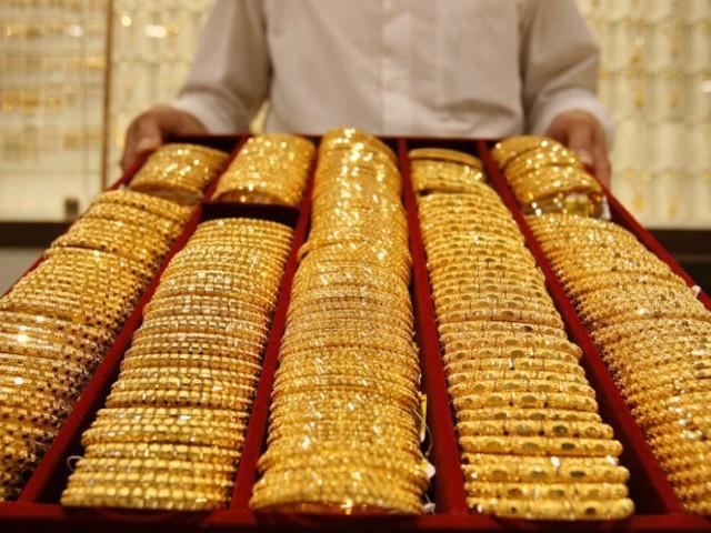 Чому від золота чорніє шкіра на пальці, на вухах, шиї: причини, народні прикмети. Чому темніє золото, якщо лежить, довго не використовується? Темніє медичне, біле золото?