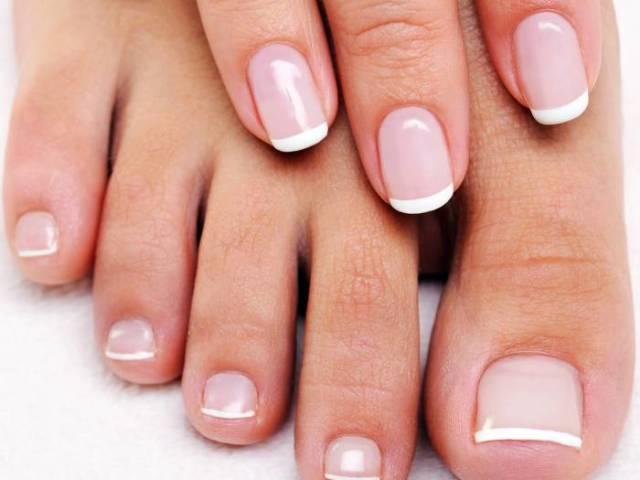 Чому виникають на нігтях рук і ніг білі смужки? Що означають білі смужки на нігтях?