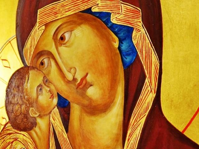 До чого мироточать, плачуть ікони в церкві, вдома: народні прикмети. Що означає, коли мироточить ікона Вседержитель, Миколи Чудотворця, Божої Матері, Семистрельная? Що робити, якщо мироточить ікона вдома?
