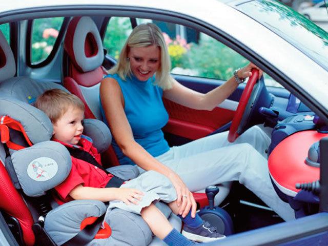 Можна возити дитину на передньому сидінні автомобіля? З якого віку можна їздити на передньому сидінні?