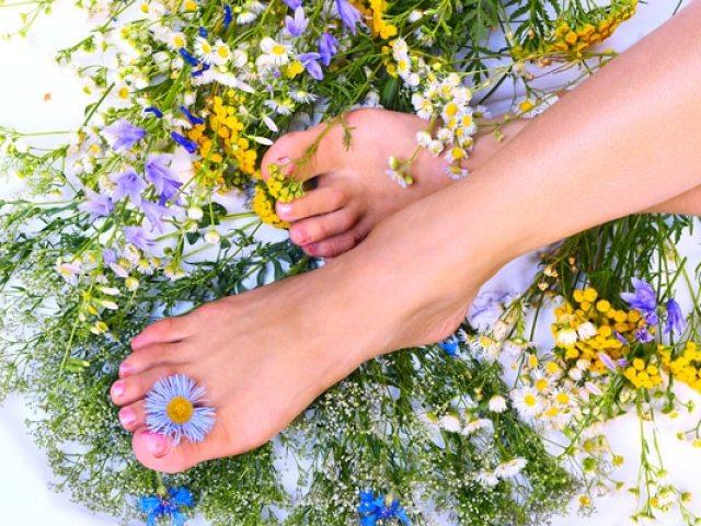 Ванночки для ніг, ступень в домашніх умовах з перекисом, содою, сольові: кращі рецепти. Як робити ванночки для ніг правильно?