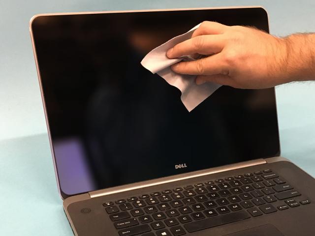 Як почистити екран ноутбука спеціальними розчинами, домашніми засобами? Ніж протирати екран ноутбука, якщо немає спеціальних засобів? Чищення екрану ноутбука: поширені помилки