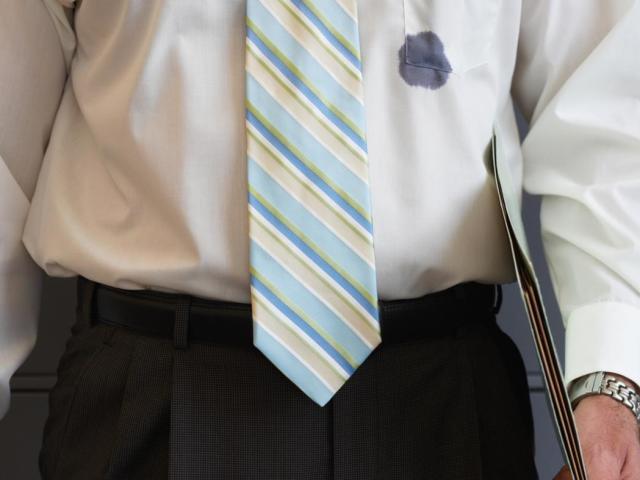 Як вивести пляму з одягу від чорнила кульковою і гелевою ручки? Як вивести чорнильна пляма з сорочки, блузки?