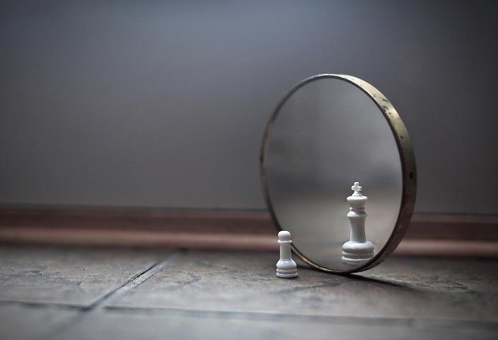 Що буде, якщо відсканувати дзеркало: ймовірні версії і результати експериментів