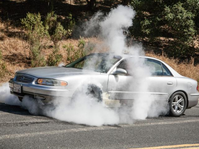 Як зрозуміти, що гріється автомобіль: ознаки. Чому кипить двигун автомобіля: причини його перегріву