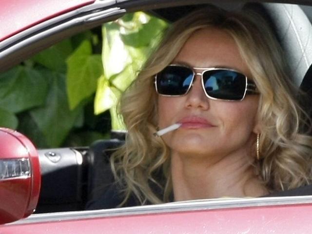 10 знаменитих актрис, які палять
