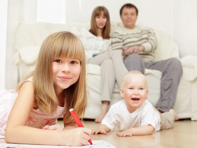 Чи може бабуся, чоловік, дідусь піти в декрет замість мами в Росії? Як оформити декрет по догляду за дитиною на чоловіка, бабусю, дідуся в Росії?