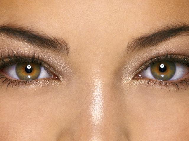 Як визначити характер людини за кольором, формою, розрізу і розташуванням очей? Як колір очей впливає на характер людини?