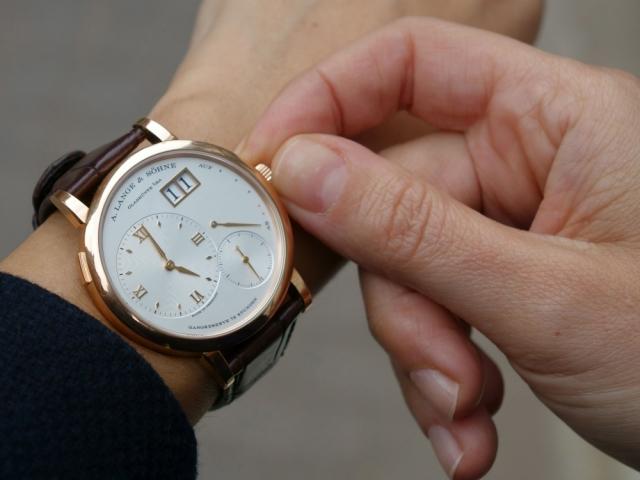 Сонник – бачити в сні години: значення сну. До чого сняться годинники наручні, настінні, золоті, чоловічі, жіночі, побиті, зламані, знайти, прийняти в подарунок, показують час: тлумачення сну