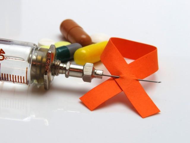 ВІЛ-інфекція і СНІД: чим відрізняються, в чому різниця, що гірше, що виникає раніше? Як визначити, що ВІЛ інфекція переходить у СНІД: симптоми, наслідки. Що потрібно знати про Снід і ВІЛ інфекції: короткі поняття, профілактика