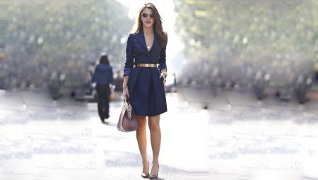 Які туфлі підійдуть до синьої сукні?