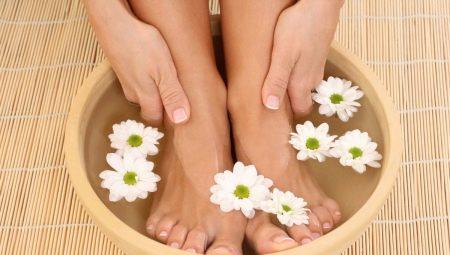 Як приготувати ванночку для ніг з перекисом водню?