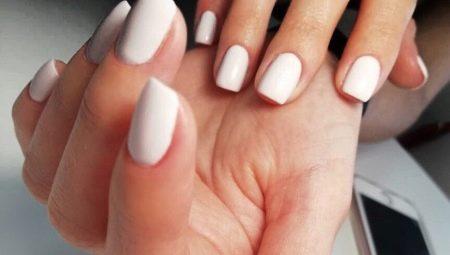 Як зробити класичний манікюр на короткі нігті?