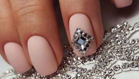 Манікюр з діамантом