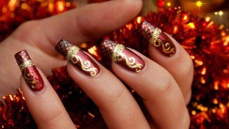 Червоний манікюр з золотом: королівська розкіш і шик
