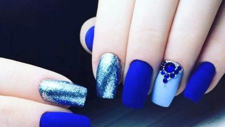 Дизайн нігтів в синьо-блакитному кольорі
