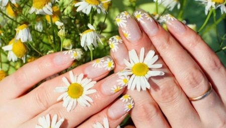 Як намалювати квіти на нігтях: розбираємо покроково