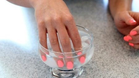 Чи можна мочити нігті після гель-лаку і чому існують обмеження?