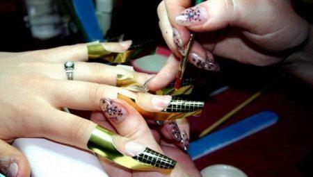 Вибір і технологія застосування форми для нарощування нігтів