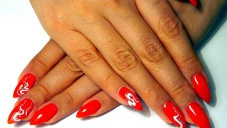 Нарощені нігті в червоному кольорі