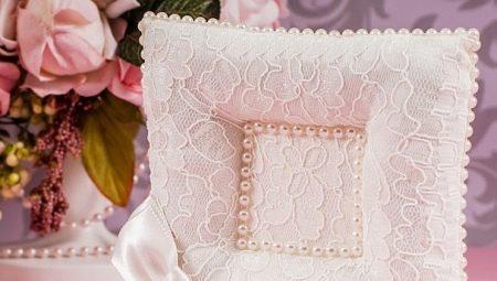 Подушки для обручок на весілля: ідеї дизайну і тонкощі виготовлення
