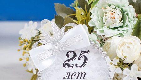 Що подарувати батькам на срібне весілля?