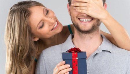 Що подарувати чоловікові на паперове весілля?