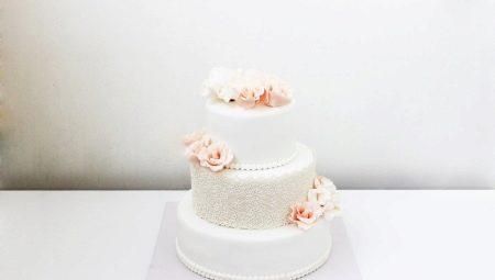 Весільний торт з мастики: різновиди та ідеї для оформлення