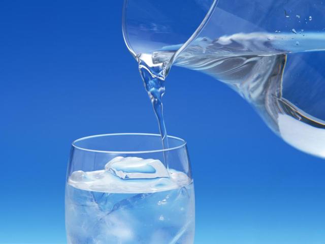 Що таке дистильована вода, як її отримують і де вона застосовується? Чи можна пити дистильовану воду? Чим відрізняється дистильована вода від питної і кип'яченою? Де можна купити дистильовану воду?