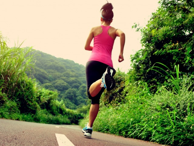 Бігові тренування: чому важко почати? Фактори основних помилок під час бігу. Початок тренувань: інтенсивна ходьба, розігрів м'язів перед бігом, зміна поверхні для занять, рух і постановка тіла для бігу. Основні правила швидкого бігу