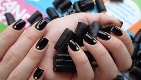 Дизайн нігтів темним гель-лаком